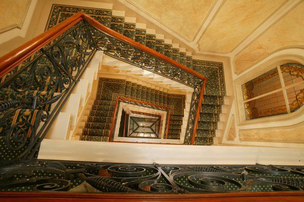 Escalier de l'Hotel 4 étoiles Regent Contades à Strabourg Centre