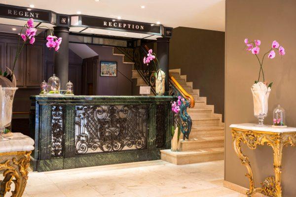 Réception & Escalier de l'Hotel 4 étoiles Regent Contades à Strabourg Centre